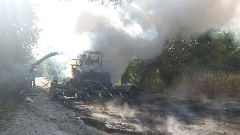 Внаслідок пожежі під час жнив на Миколаївщині та Полтавщині згоріло два комбайни